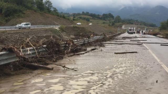 Son Dakika: Bartın'da sel felaketi! Köprü ve yollar çöktü, evi yıkılan 80 yaşlarında bir kadın aranıyor